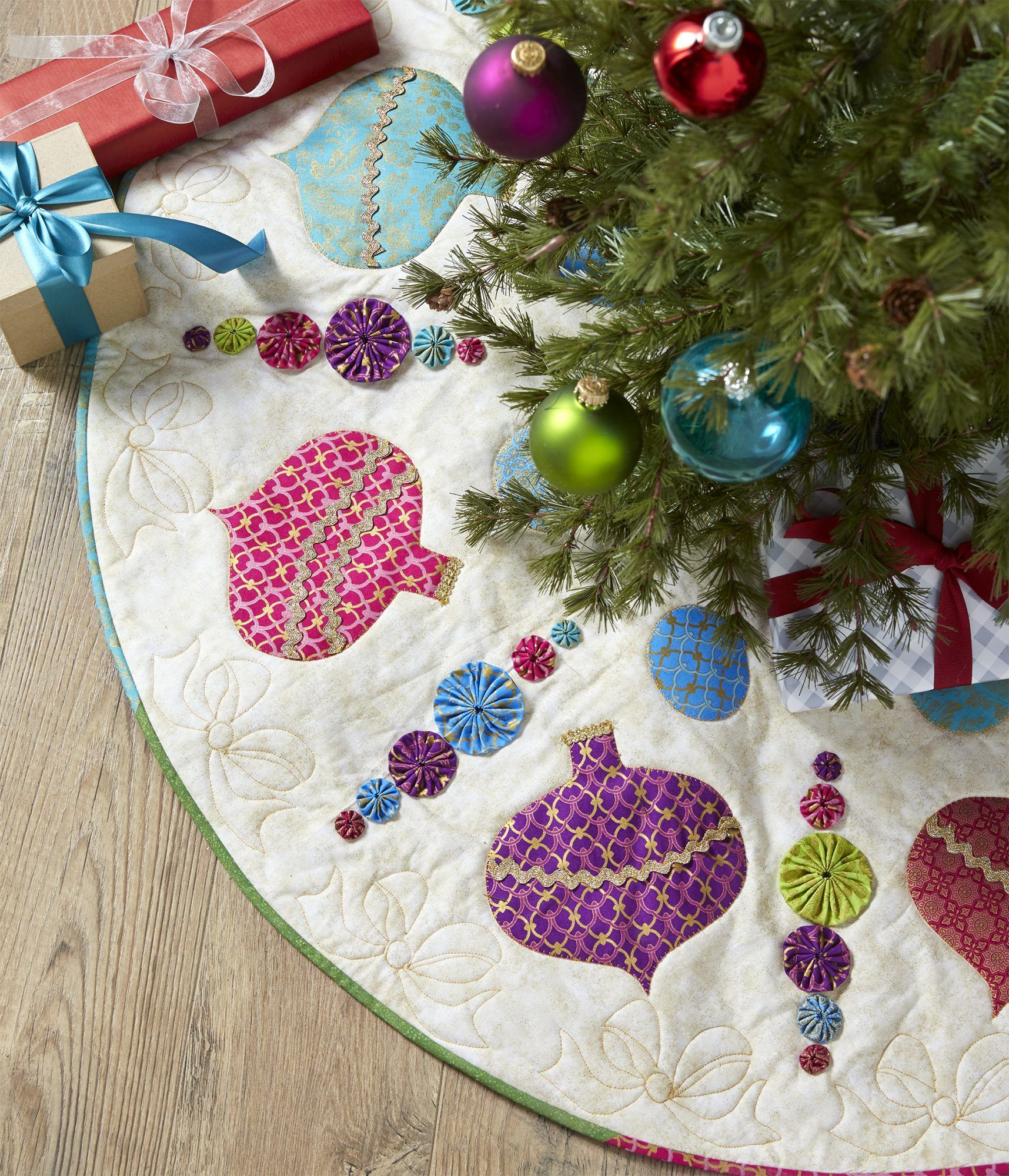 Shiny Baubles in 2020 | Christmas tree skirts patterns, Tree skirt