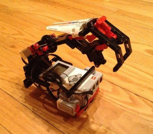 Grab and Lift mechanism The NXT STEP is EV3 LEGO