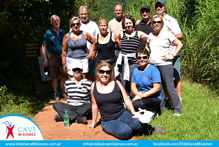 Un grupo de participantes durante una excursón a los Saltos de Moconá.