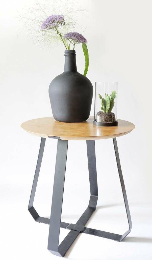 Dit is de Shunan bijzettafel uit de collectie van Puik-art, geïnspireerd op het Shunan Bamboebos in China.  De bijzettafel is gemaakt van bamboe en staal en heeft een strak design. Gaaf!