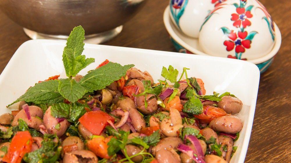 zeytin salatası ~ Olivensalat – Die Macht der Unlogik   KochDichTürkisch