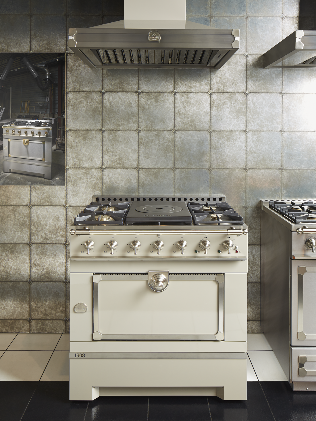 The Cornufe 1908 Is Newest Range In La Cornue Family It Combines Patented Gas Vaulted Oven Of Cau Series With Universal Eal