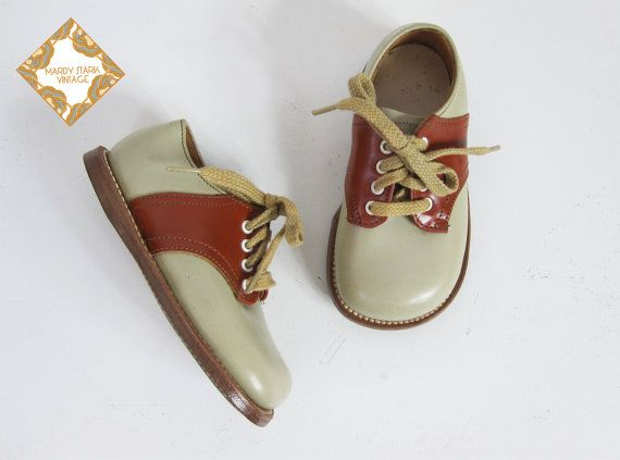 1b1eed69bd7a9 Vintage children's saddle shoes / 1950s / 60s saddle shoe / leather ...