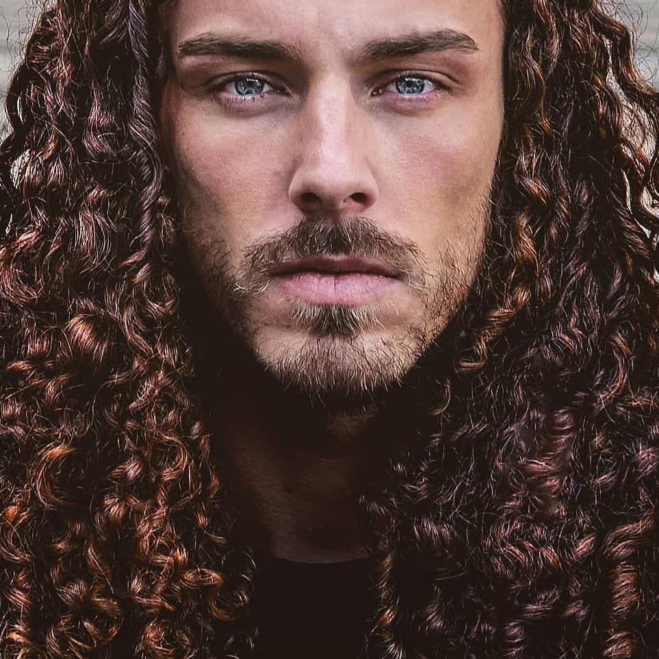 Url Power Pour Tous Noire O Naturel Prend Soin De Vos Bouclettes Les Votres Aussi Messieurs Qu Elles Hair Inspiration Mens Hairstyles Dark Hair