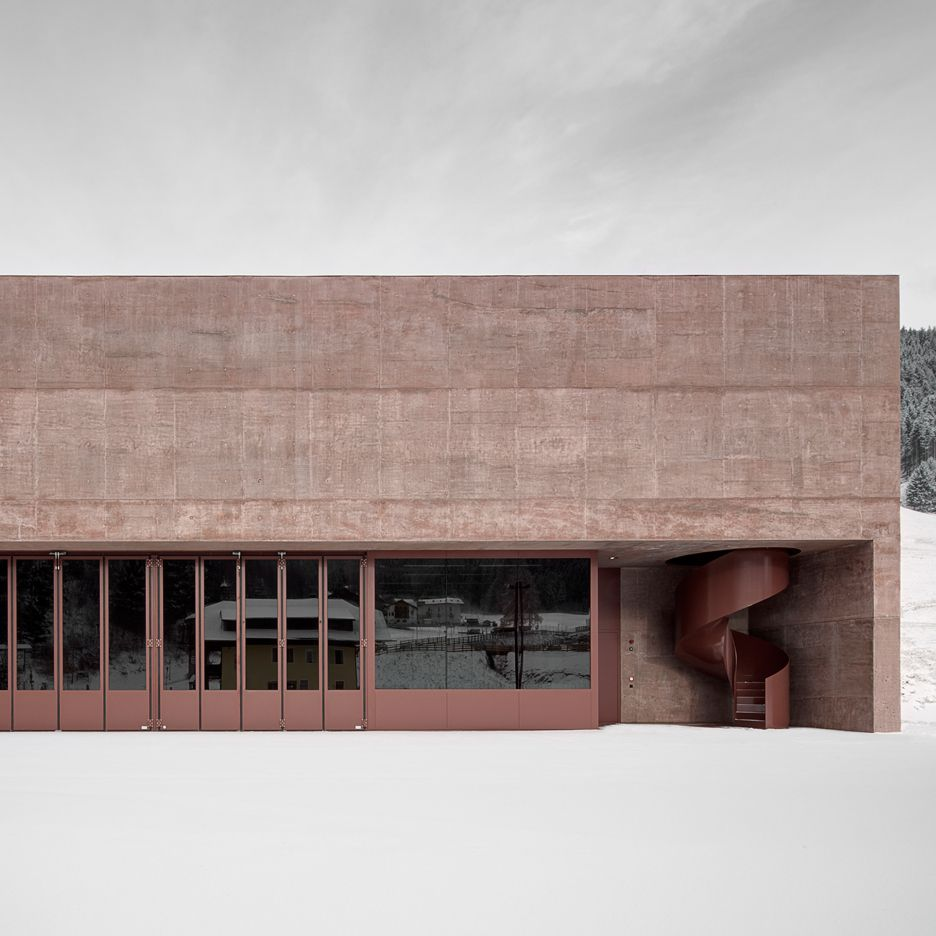 Pedevilla Architects creates rose-hued fire station for an Alpine village http://ift.tt/2aABQai