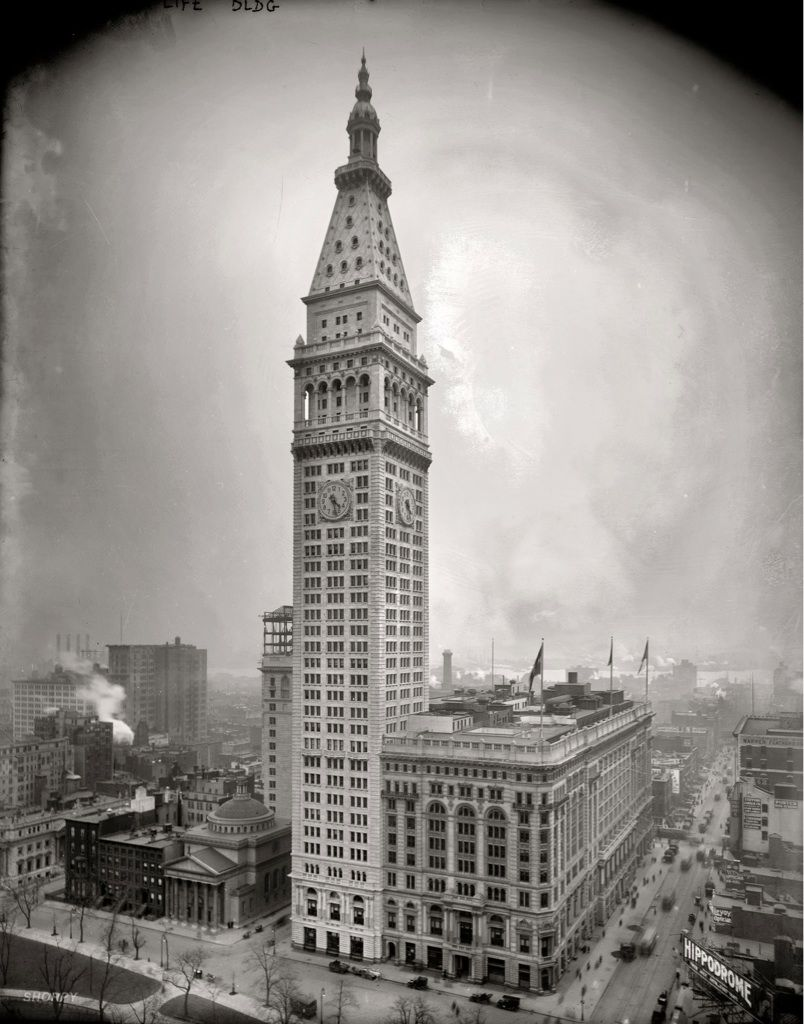 Metropolitan Life Insurance Company Tower at 700 ft. (1909
