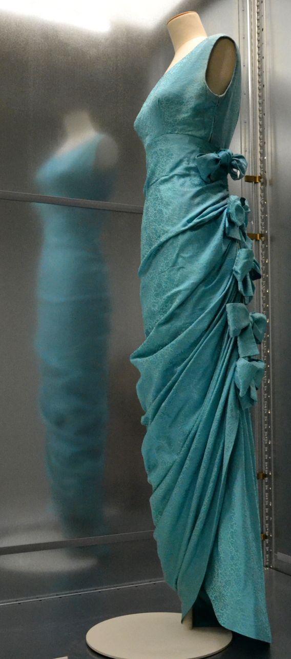 e0590b123c26 Balenciaga Robe du soir Haute couture Automne Hiver 1957