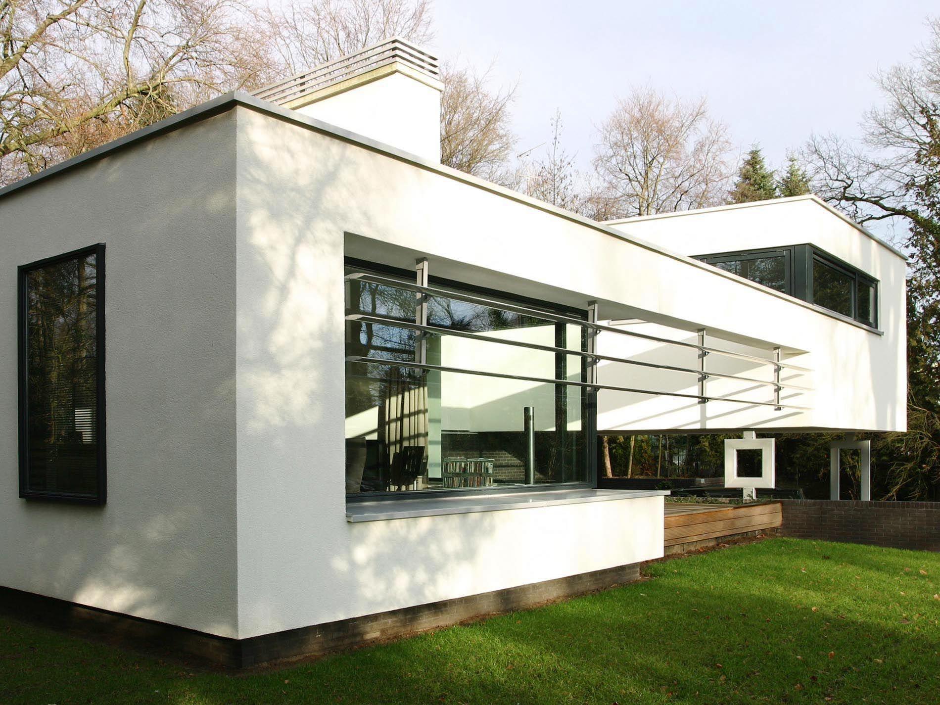 Moderne architectuur stucwerk villa witte woning maas for Moderne villa architectuur