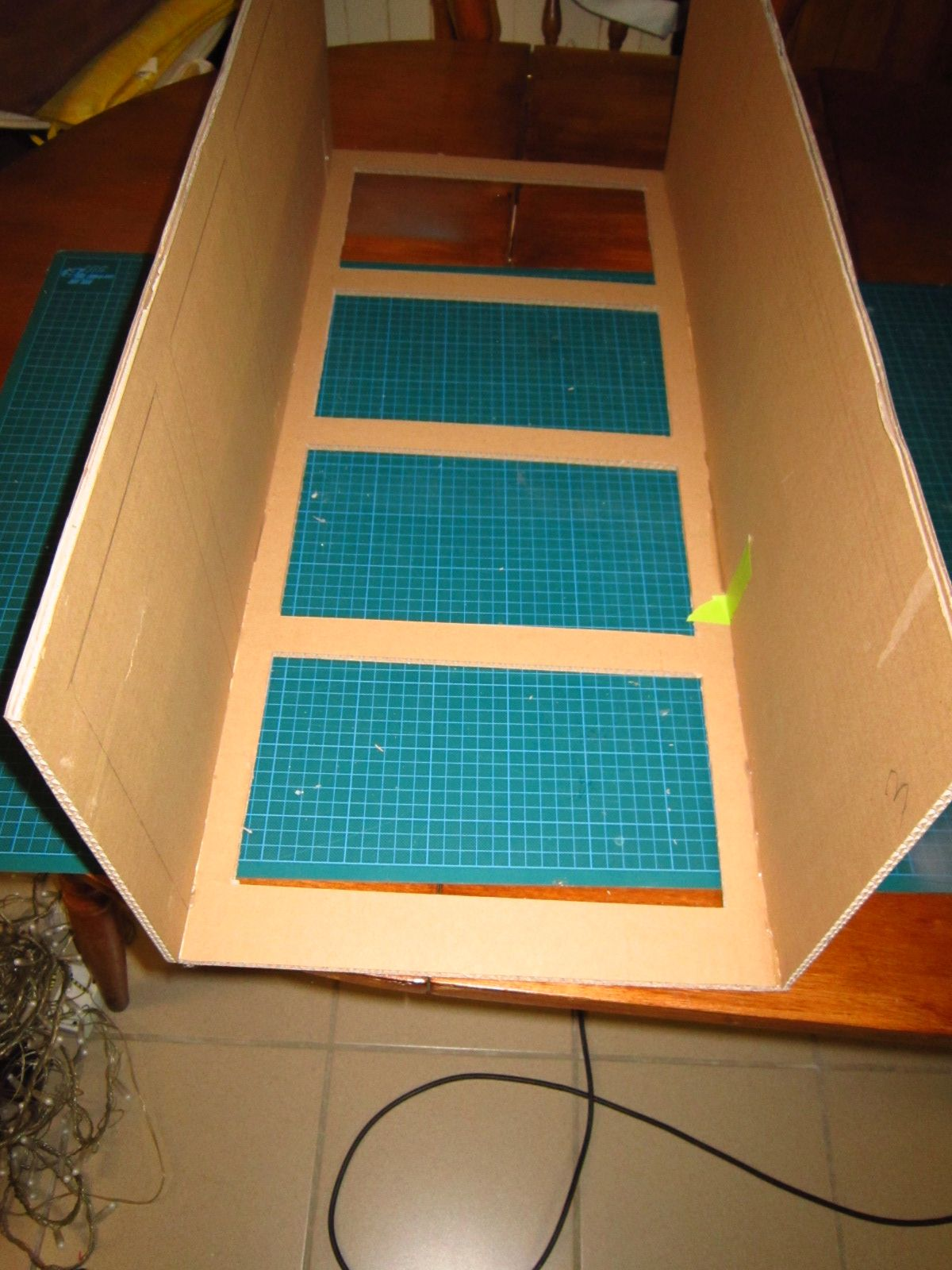 Realiser Un Meuble En Carton Avec La Technique Du Boitage Une Methode De Cartonnistes Pour Fabriquer Meuble En Carton Tuto Meubles En Carton Design En Carton