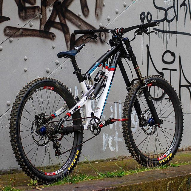 Awesome bike well dressed with AMS Frame Guards! You can see this bike in more detail on our Instagram Story. Hit our photo profile on our bio! Thanks @dh_bros and @svenja_live for the photos! #allmountainstyle #rideinstyle #maxxistires #saracen #mtbphotos