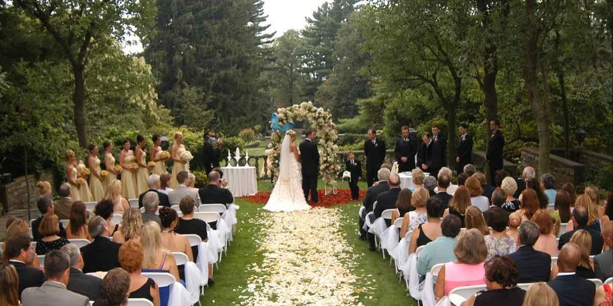 Photo Of Wedding Party In Front Skylands Manor At The New Jersey Botanical Gardens Ringwood Nj Presented By Frungillo Catering Design