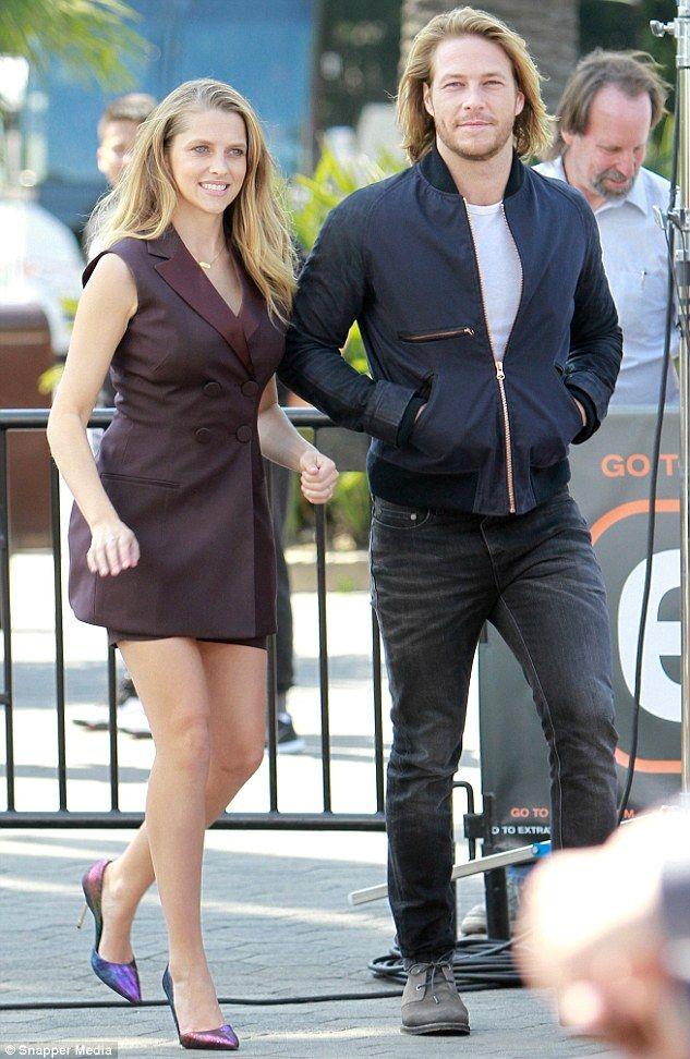 Point Break Co Stars Teresa Palmer And Luke Bracey Sport Matching Dos Bracey Luke Bracey Shopping