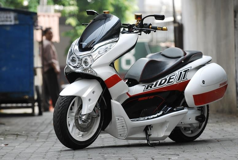 honda pcx 150 cc scooter buyer s guide mpg price top. Black Bedroom Furniture Sets. Home Design Ideas