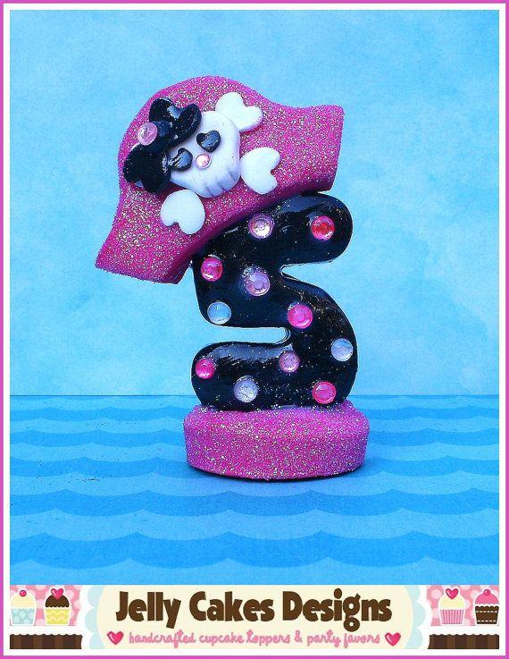 Girly Pirate Keepsake Cake Topper par jellycakesdesigns sur Etsy, $22.00