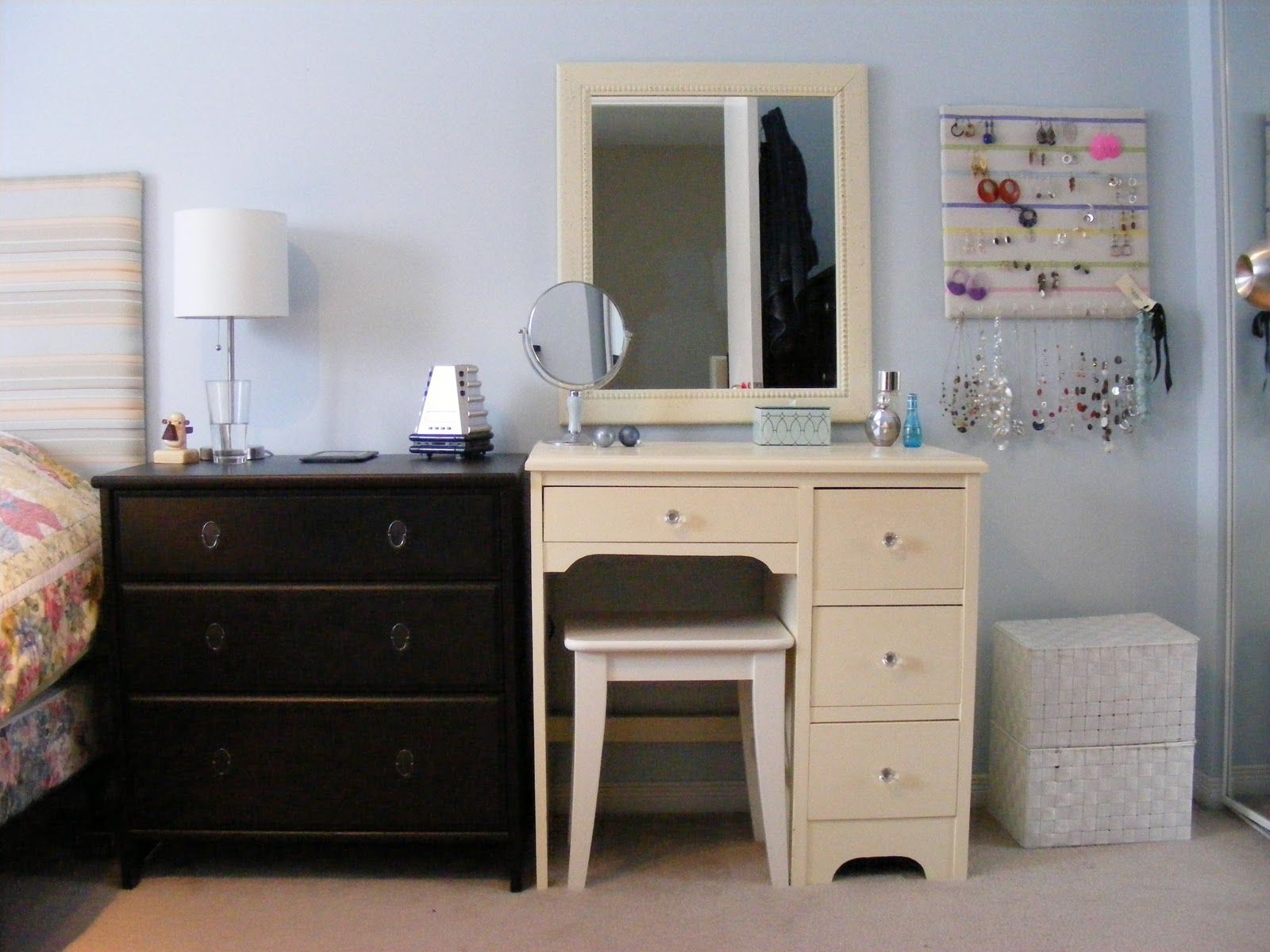 Vanity Decorating Makeup Table Small Bedroom