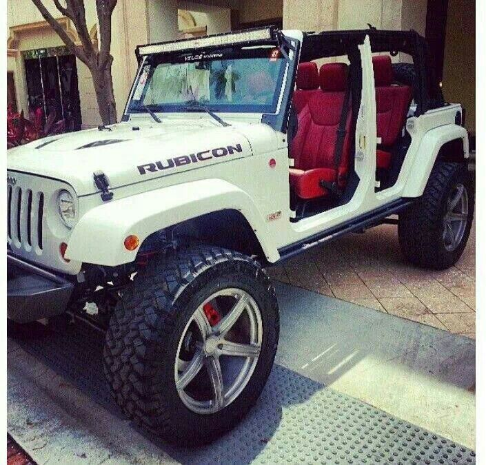 I Am In Love With This Red Interior That S What I Want In My Jeep Jeep Wrangler Rubicon Jeep Cars White Jeep
