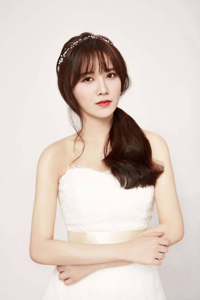 Koo Hye Seon Poses For Wedding Dress Pictorial Without Commission To Help Her Staff Member