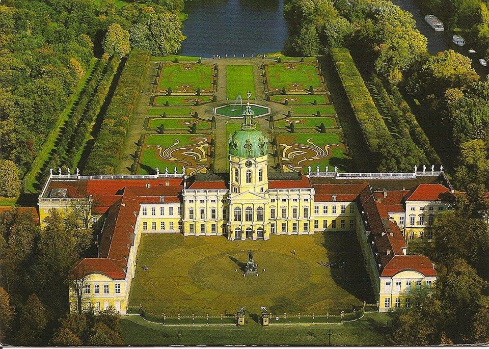 Charlottenburg Palace Is In Berlin Which Dates Back To The Reign Of The Hohenzollern Dynasty 17th C Charlottenburg Palace Germany Palaces German Royal Family