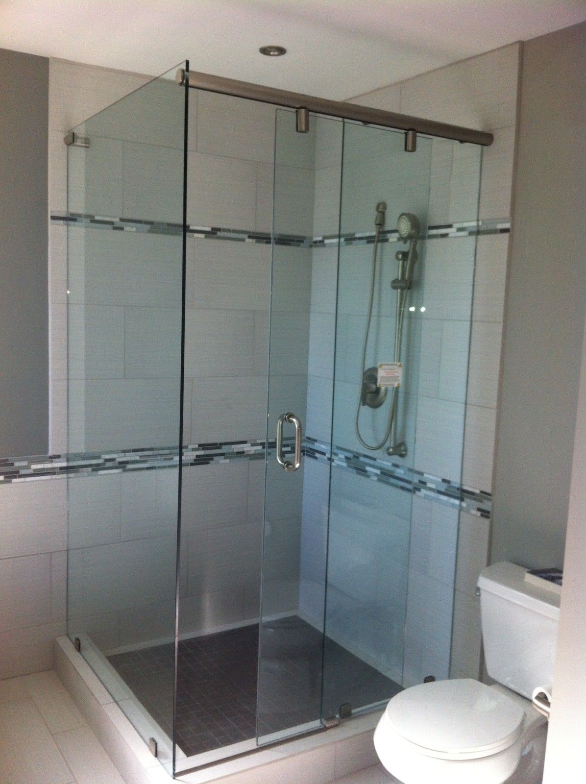 This High Quality All In One Showercubicle Has Been Designed To Fit In Exactly The Same Space As Your Old Bath The Inno Shower Cubicles Shower Units Shower