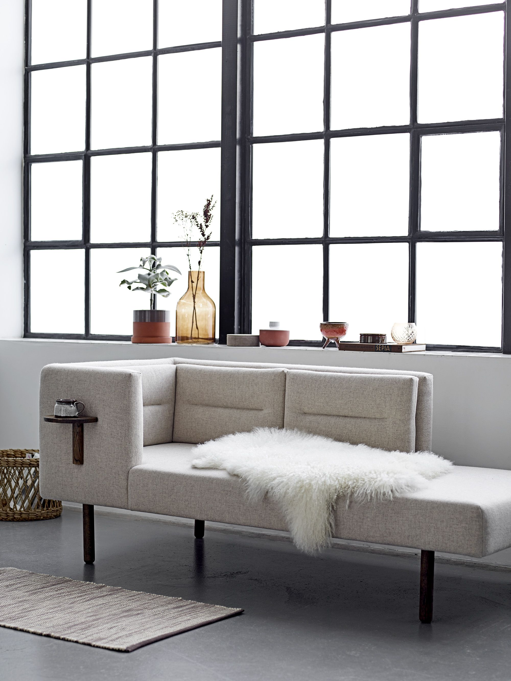 A Daybed Is An Easy Way To Update And Add Instant Glamour And  # Meuble Tv Hi Fi Style Bord De Mer