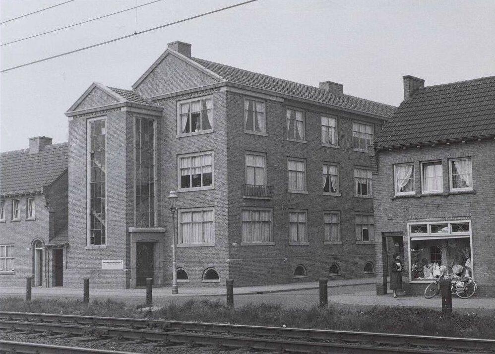 Galerijwoningen op de hoek Alleenhouderstraat - Arke Noëstraat 1957