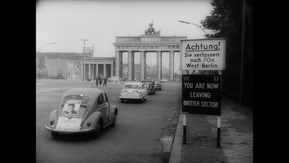 President Kennedy Campaignbeetle In Front Of The Brandenburger Tor Volkswagen Vw Kevers Volkswagen Kever