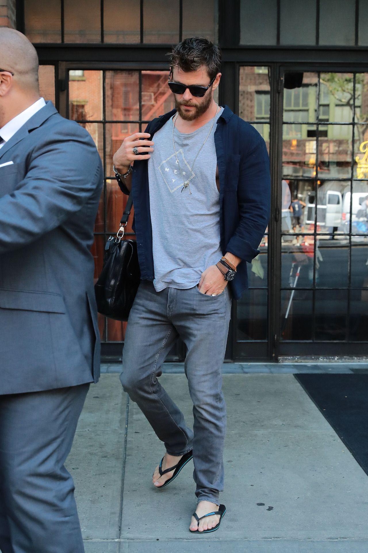 Flip Flop Moves — Chris Hemsworth | celebrity feet | Chris ...