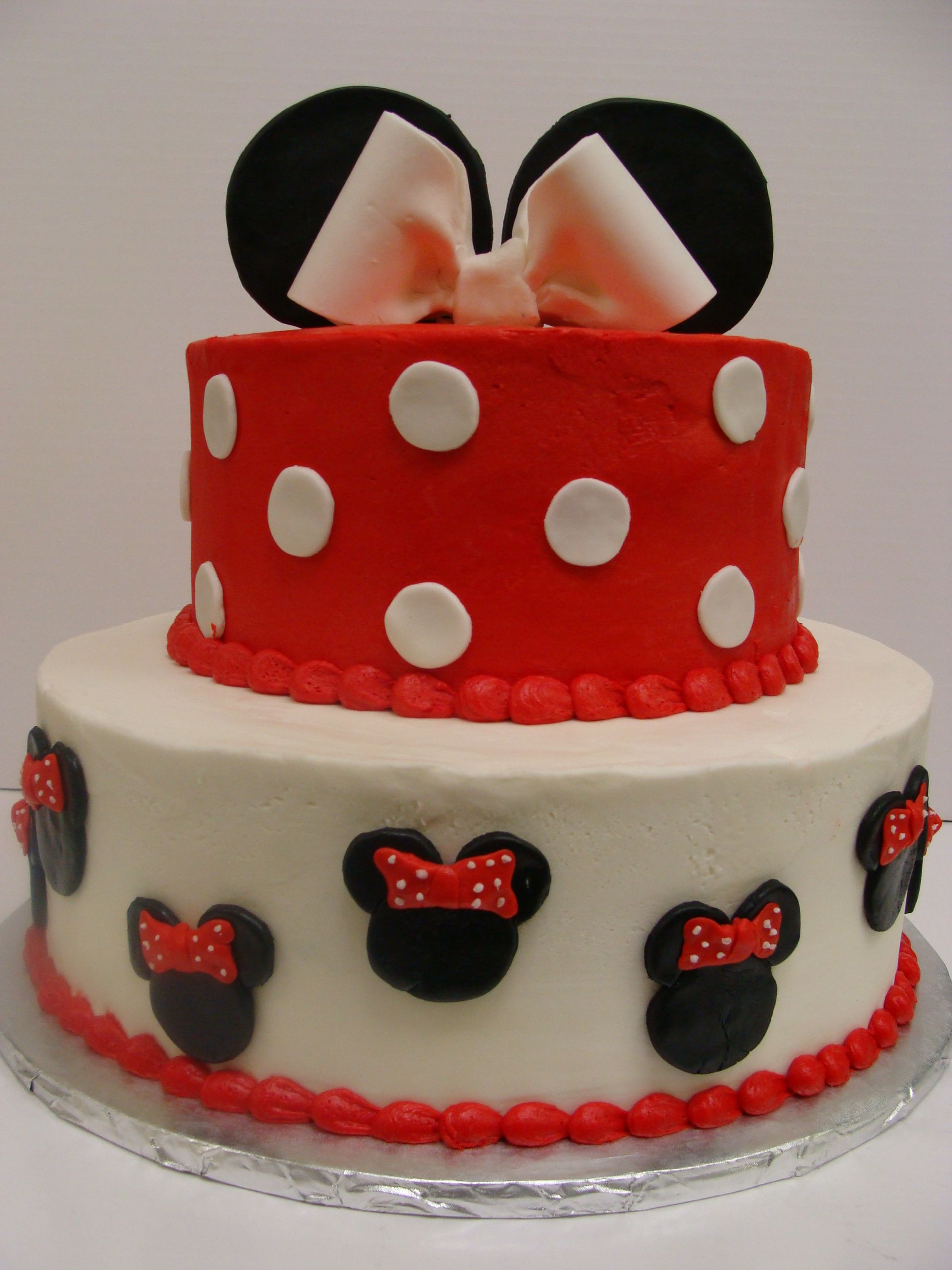 Minnie Mouse Cake i like how this cake is covered mostly in