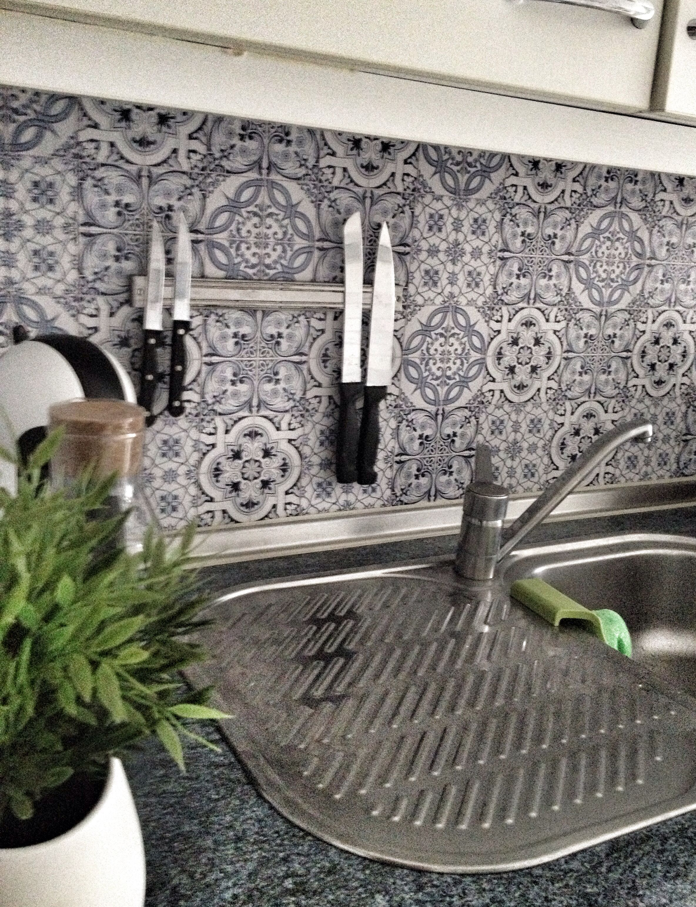 Papel pintado motivos azulejos para cocina nova te - Papel pintado sobre azulejos ...