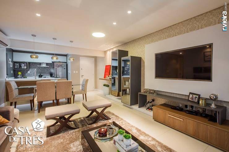 Projeto de interiores de um apartamento moderno : Salas de estar modernas por Casa de Três