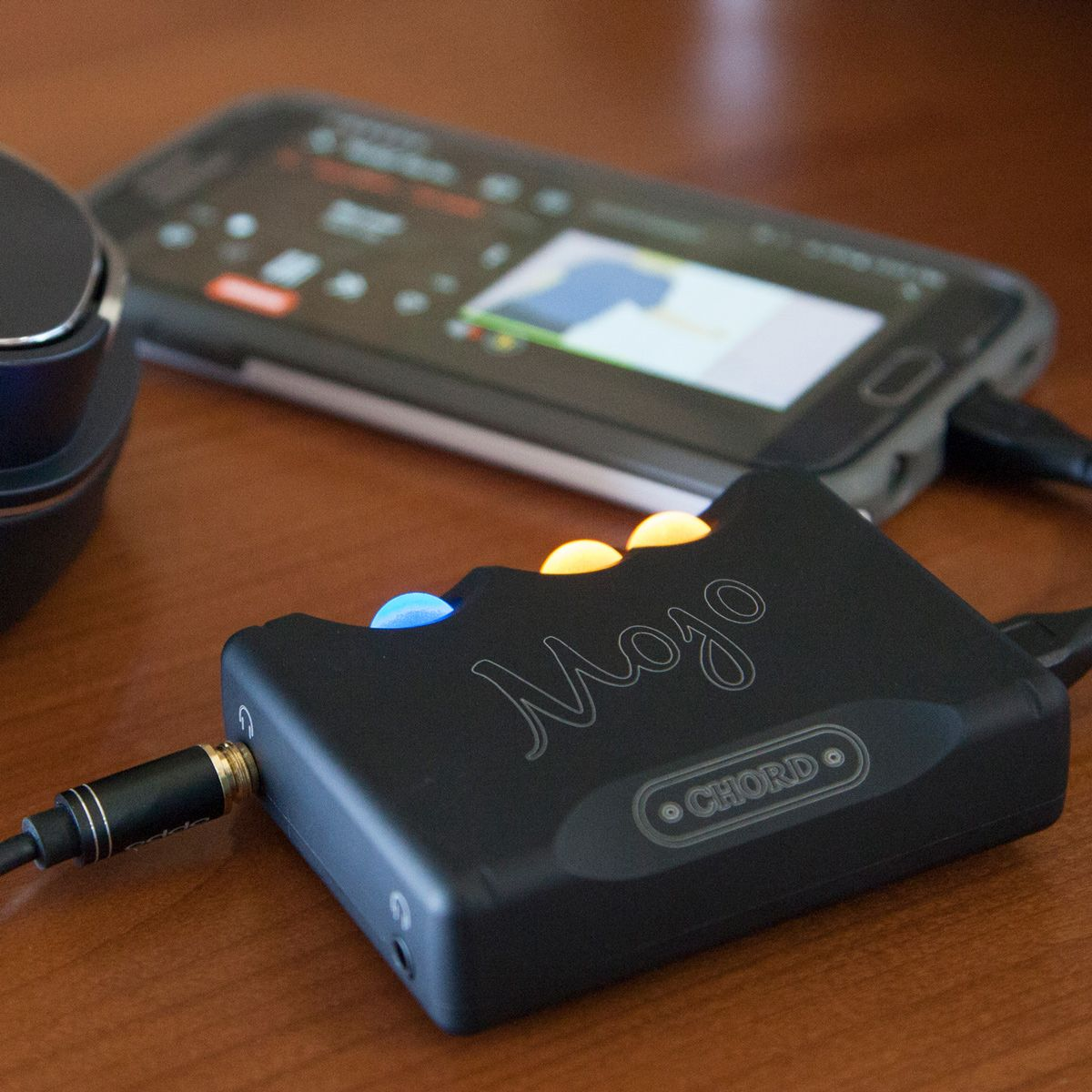 The Chord Mojo Is The Ultimate Dac Headphone Amplifier For Your Smartphone That S A Winner Of The Best Dac Headphone Amplifiers Portable Music Player Headphone