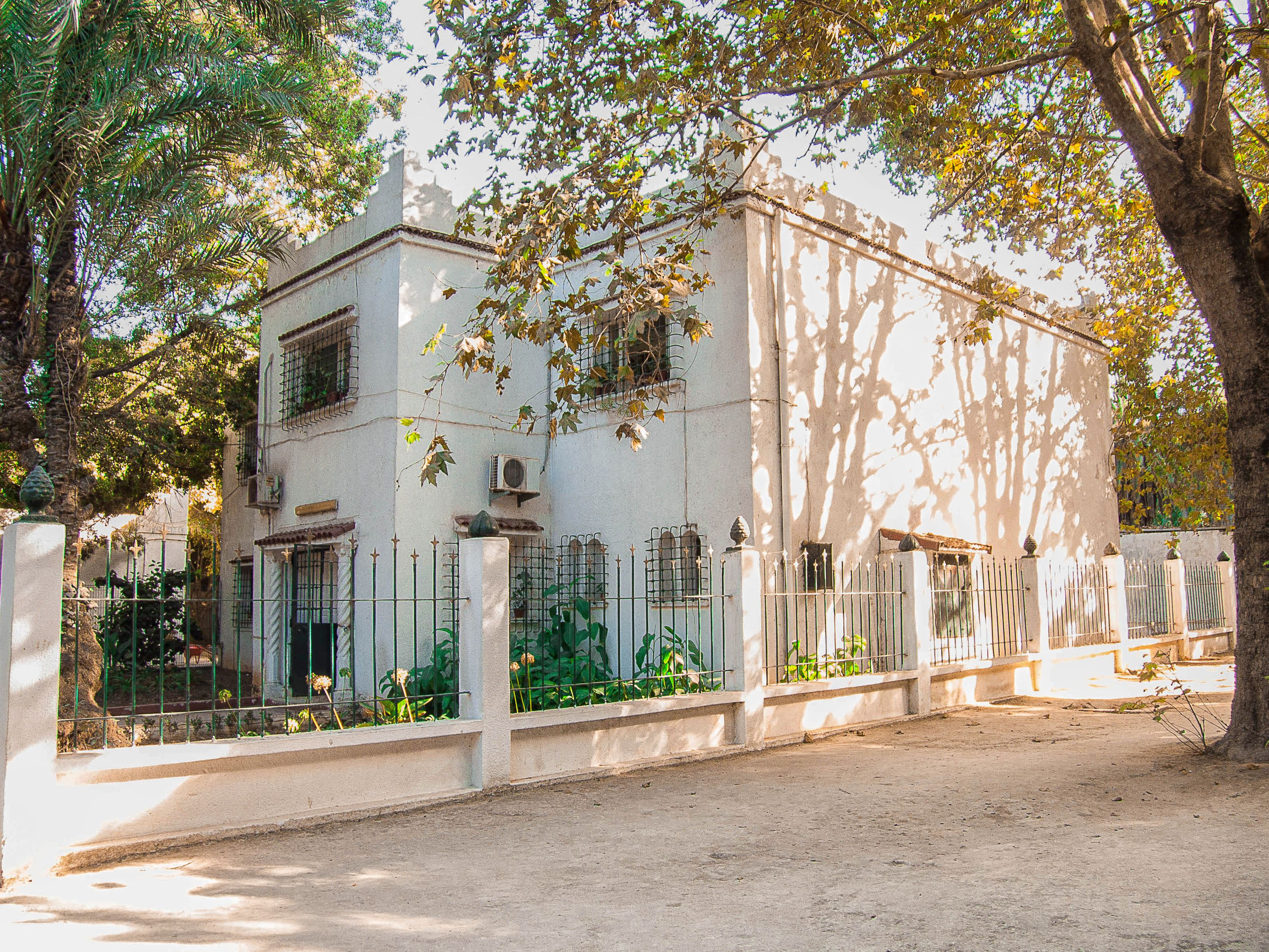 Maison blanche à alger style néo mauresque photomoulai