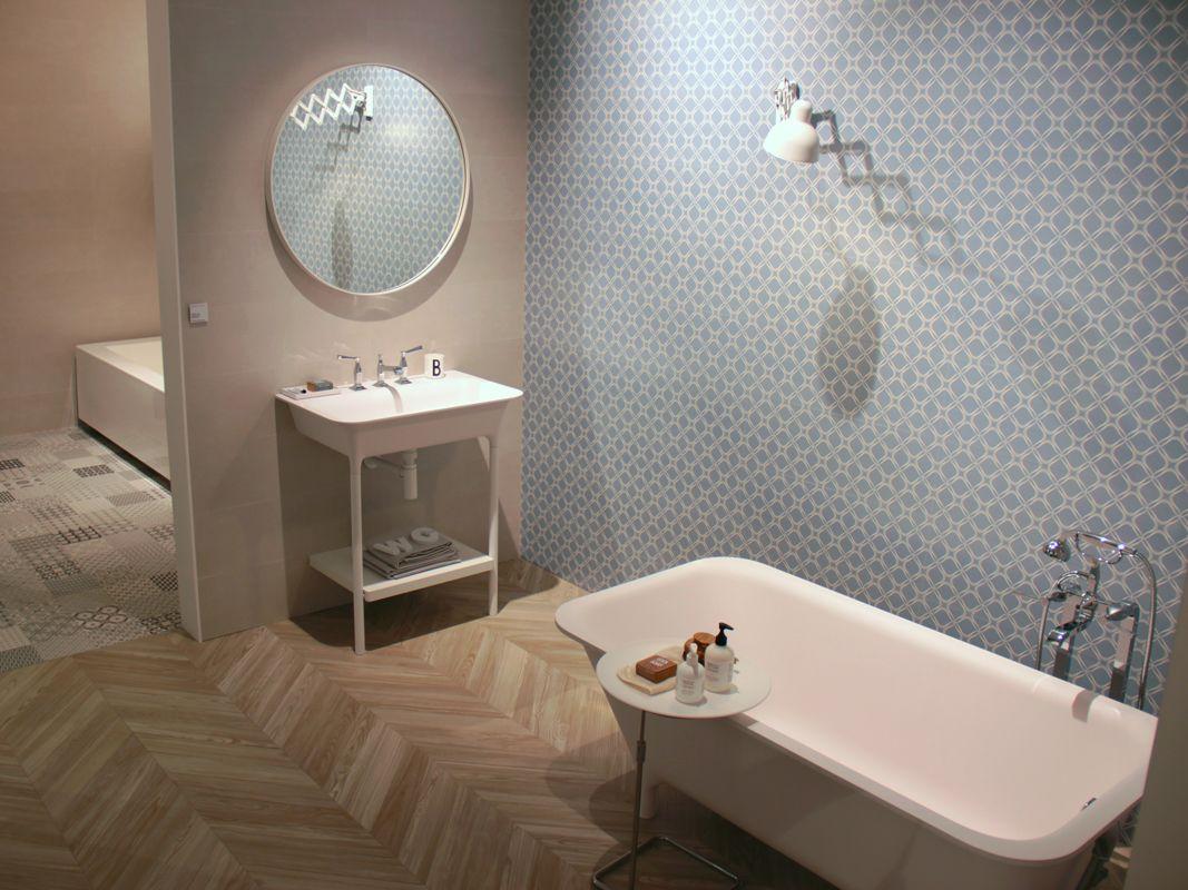 Heavenly blue wall tiles by Sant'Agostino Ceramiche. #MCaroundCersaie #MadeInItaly #CeramicTile - Follow MaterialiCasa.com