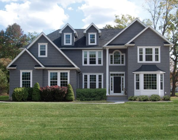 Colonial grey staggered shake house average cost of vinyl for Vinyl siding colors on houses