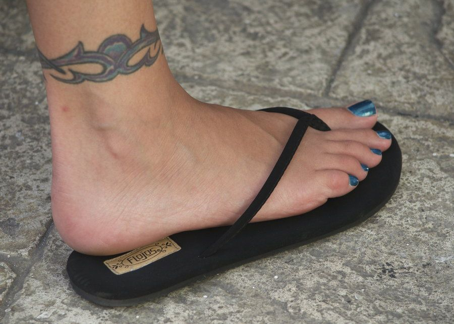 Amusing moment Black women feet in flip flops toenails really