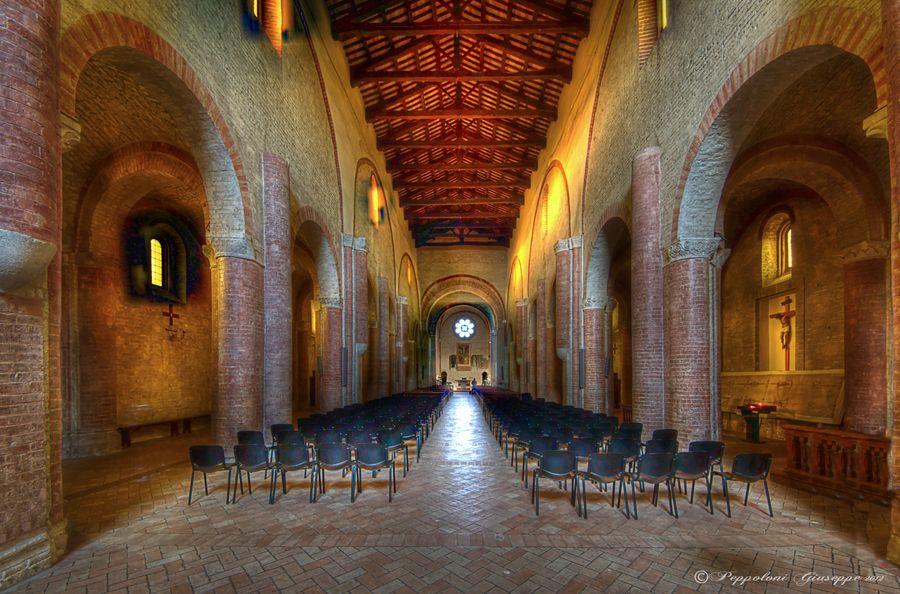 Abbadia di Fiastra - das Gebäude wurde in 1142 angefangen ...