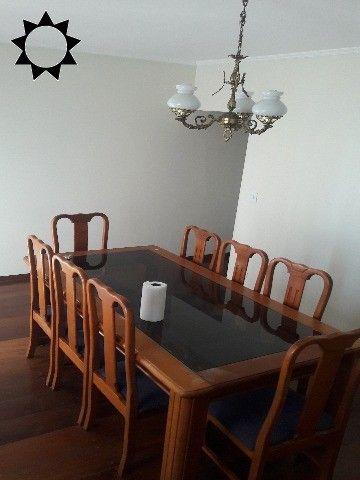 COBERTURAJD. BELA VISTAR$ 850.000,00Linda cobertura com 03 dorms sendo 1 suíte, sala, copa, cozinha c/ armários, fogão, mesa, geladeira, área de serviço c/ armários, despensa, lavabo, todos os dormitórios c/ cama e colchão, tudo seminovo, sala de jantar c/ mesa e 6 cadeiras, prateleira de vidro, sala de estar c/ sofá e rack, todas as janelas com cortinas, 03 wcs, garagem p/ 03 autos. Lindo apto. Doc. Ok. p/ financiamento. Valor de locação R$ 2.600,00 + Cond. e IPTU.