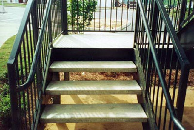 Best Steel Stairs With Concrete Treads Outdoor Courtyard 640 x 480
