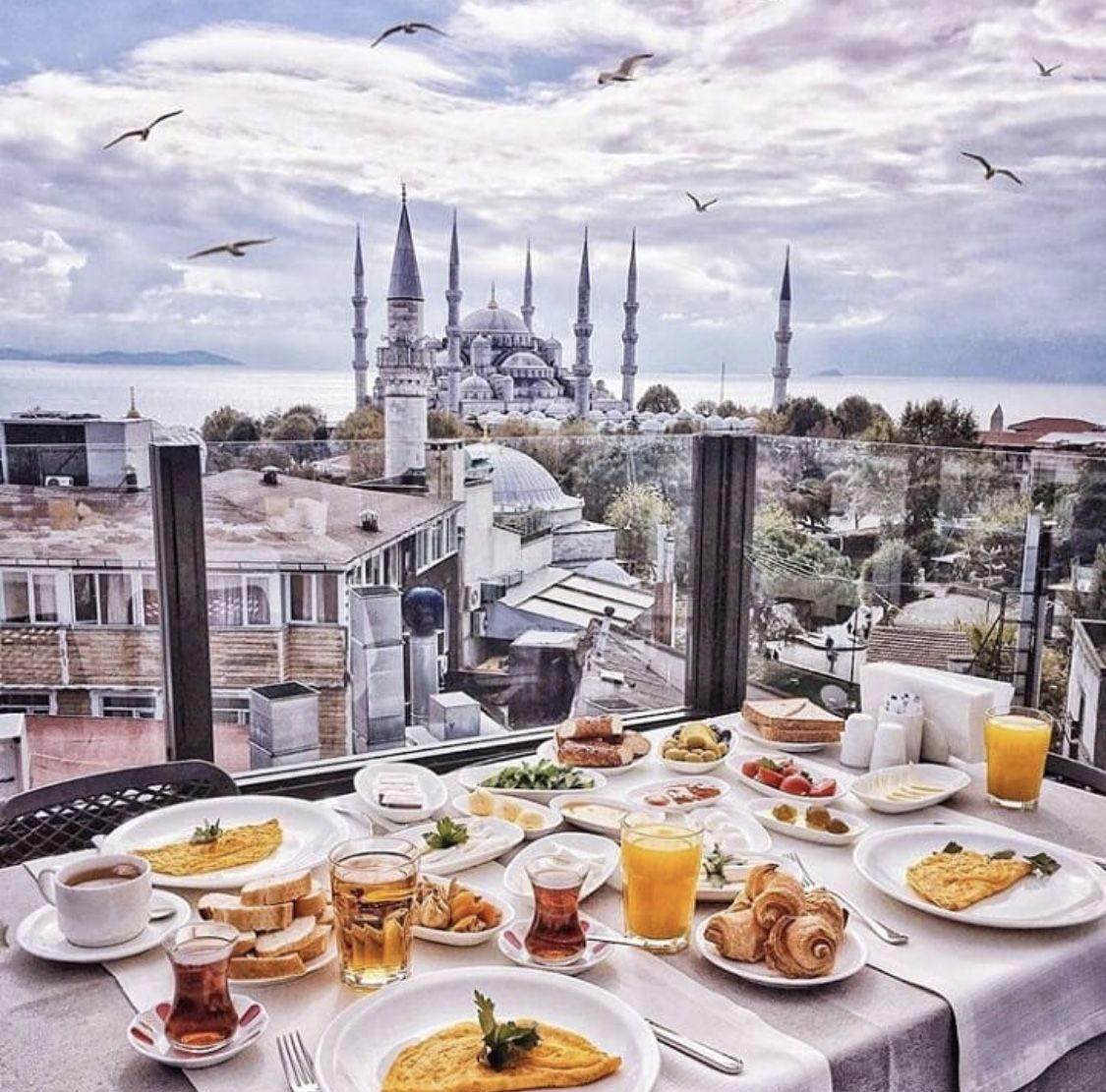 #traveladdict #morning #breakfast #doctorlifestyle #istanbul #me #doctor #doctorlazarescu #drlazarescu #travel #world