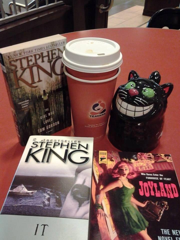 Barnes and noble = Relaxation time.Earl Grey creme tea,Stephen King and a cute cat mug. #StephenKing #Teavana #Barnesandnoble