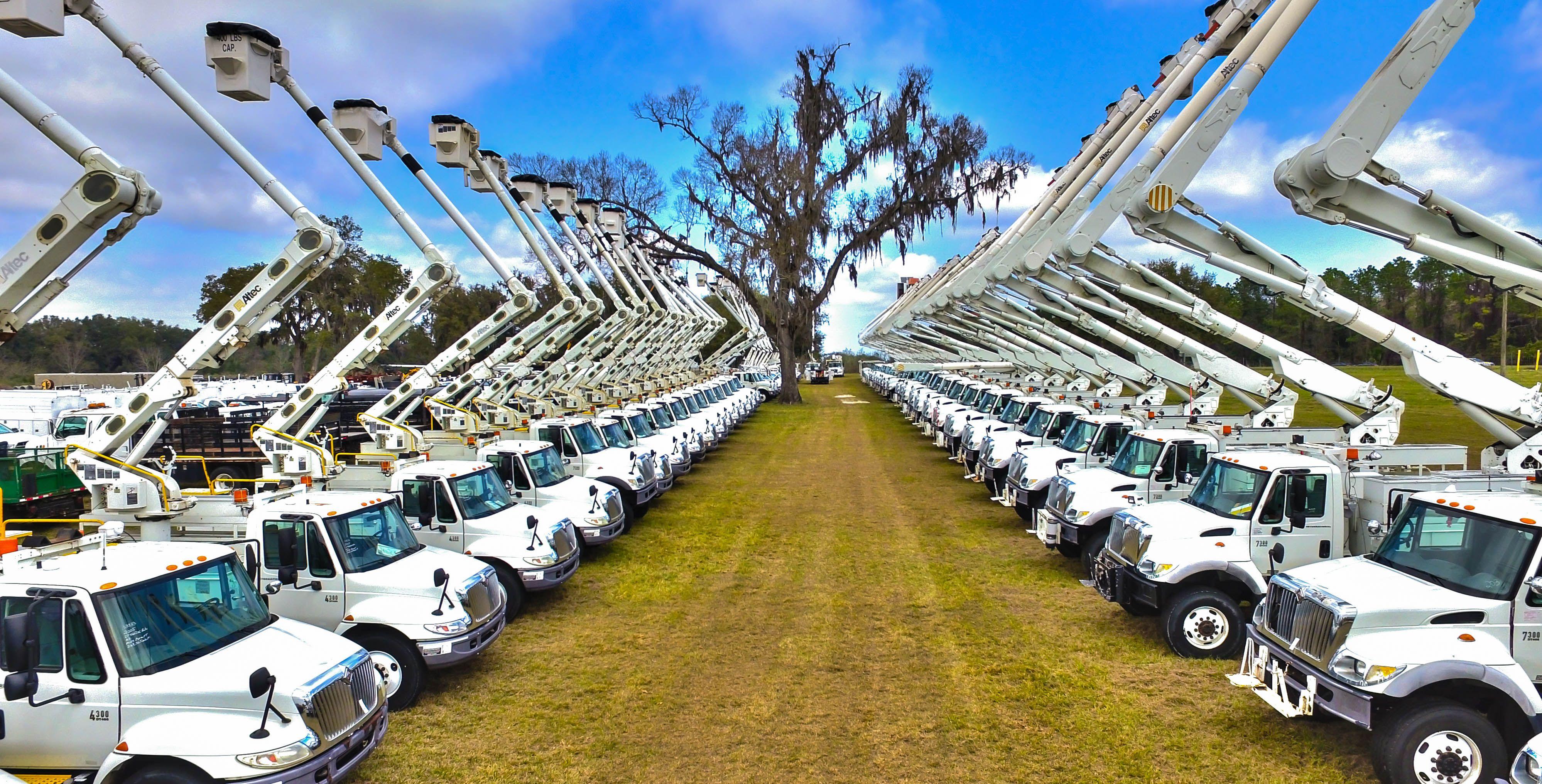 Used Bucket Trucks Sell At J J Kane Public Auction In Ocala Fl Ocala Auction Bucket Truck