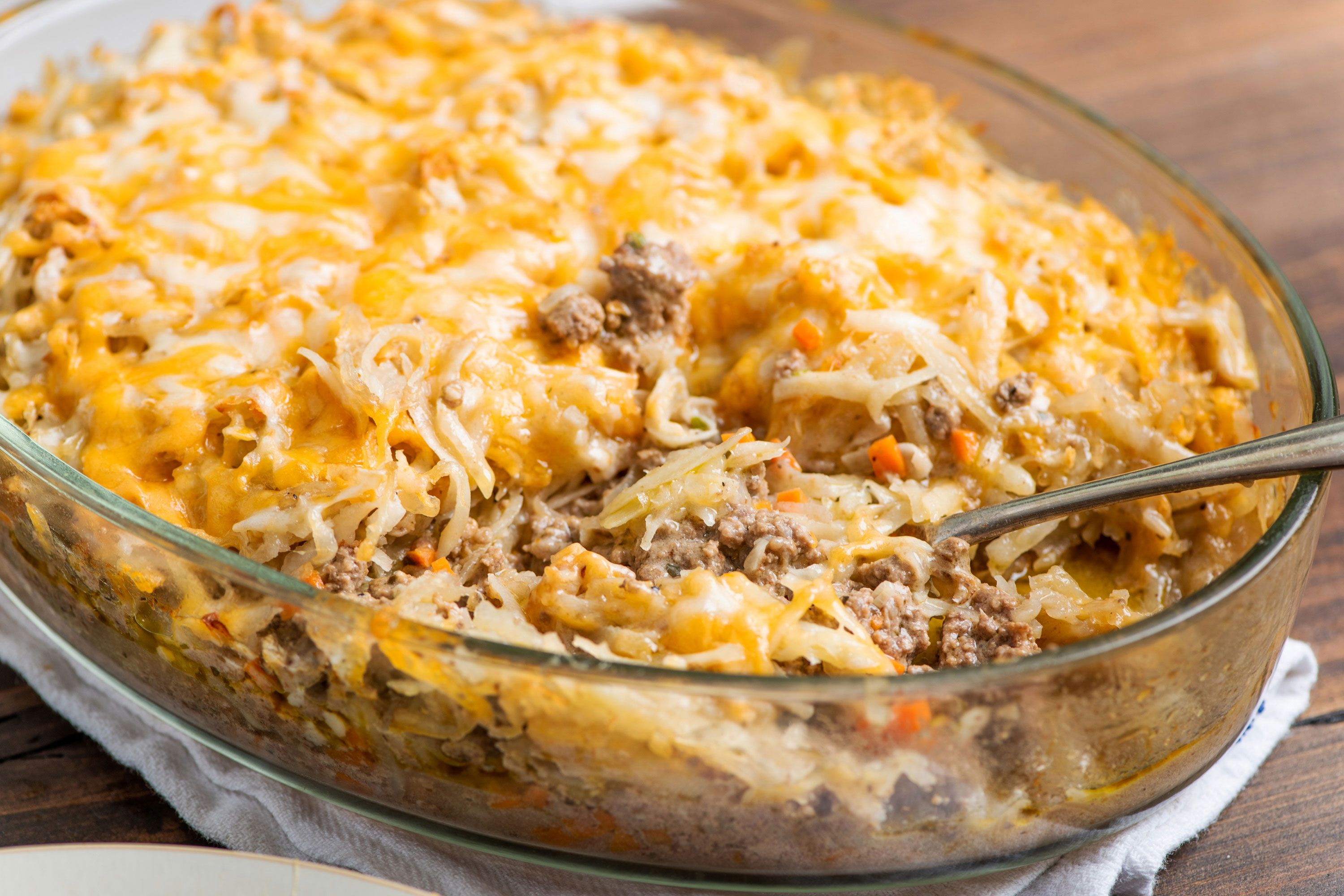 Crispy But Tender Shredded Potatoes Top A Casserole Of Juicy Ground Beef Bound Together With Hash Brown Casserole Shredded Hashbrown Recipes Shredded Potatoes