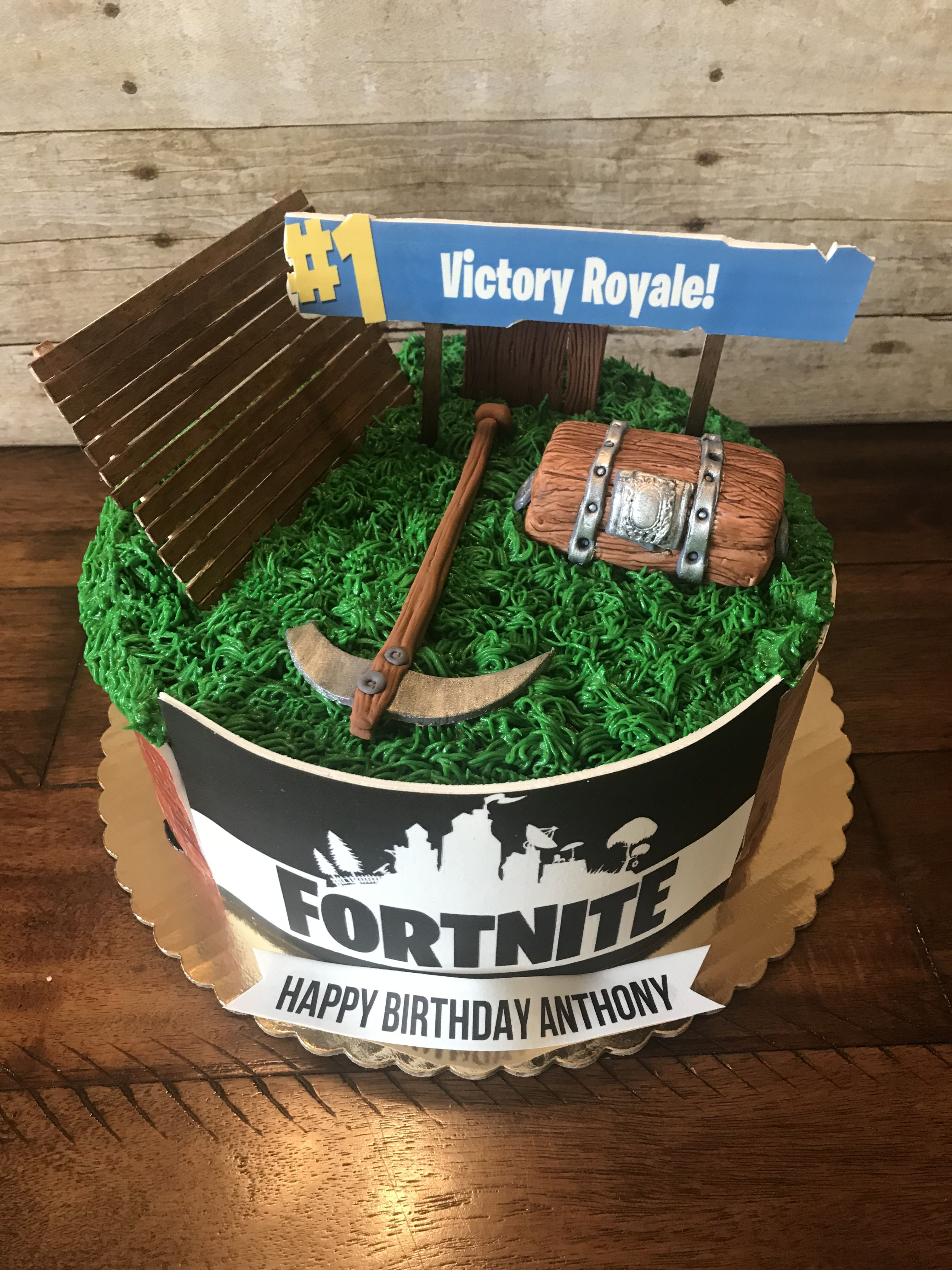 Fortnite cake by Sweet Doughmestics | Sweet Doughmestics | 13