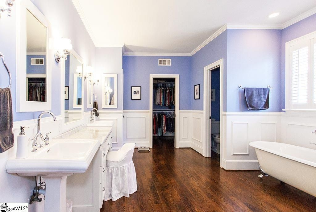 Traditional Master Bathroom with Complex Marble, Master bathroom, Wall sconce, Crown molding, Complex marble counters