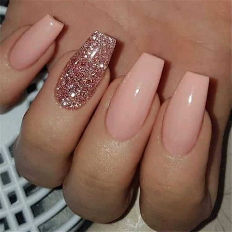 Trendy Winter Acrylic Glitter Coffin Nail Designs For The Coming Christmas And New Year Winter Nails Winter Ac Ombre Acrylic Nails Gold Nails Rose Gold Nails