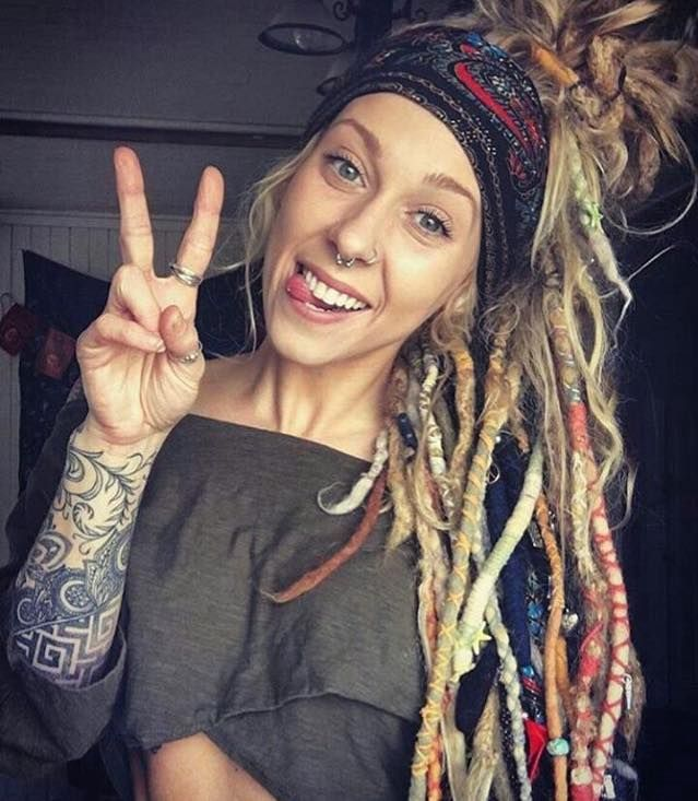 Cute hippy chic with dreads Dreadlocks, Atebas cheveux