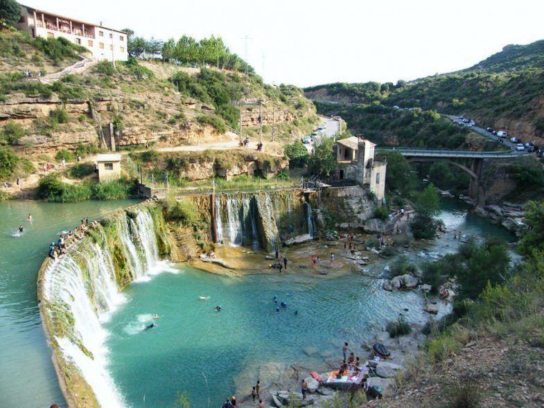 Una de las piscinas naturales m s espectaculares de arag n for Piscina publica zaragoza
