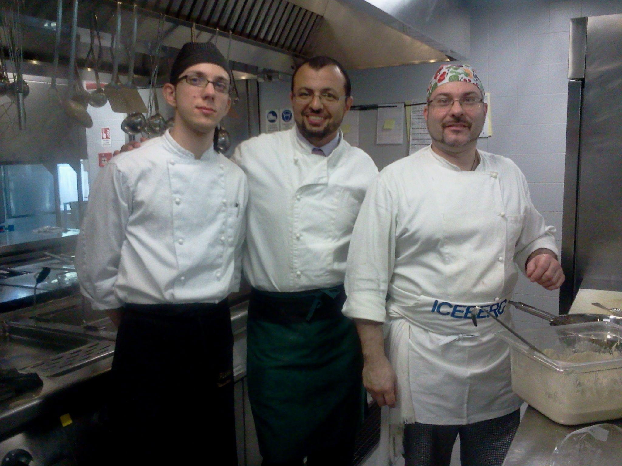 Il nostro direttore da il suo contributo culinario per la serata araba di oggi... #cucina