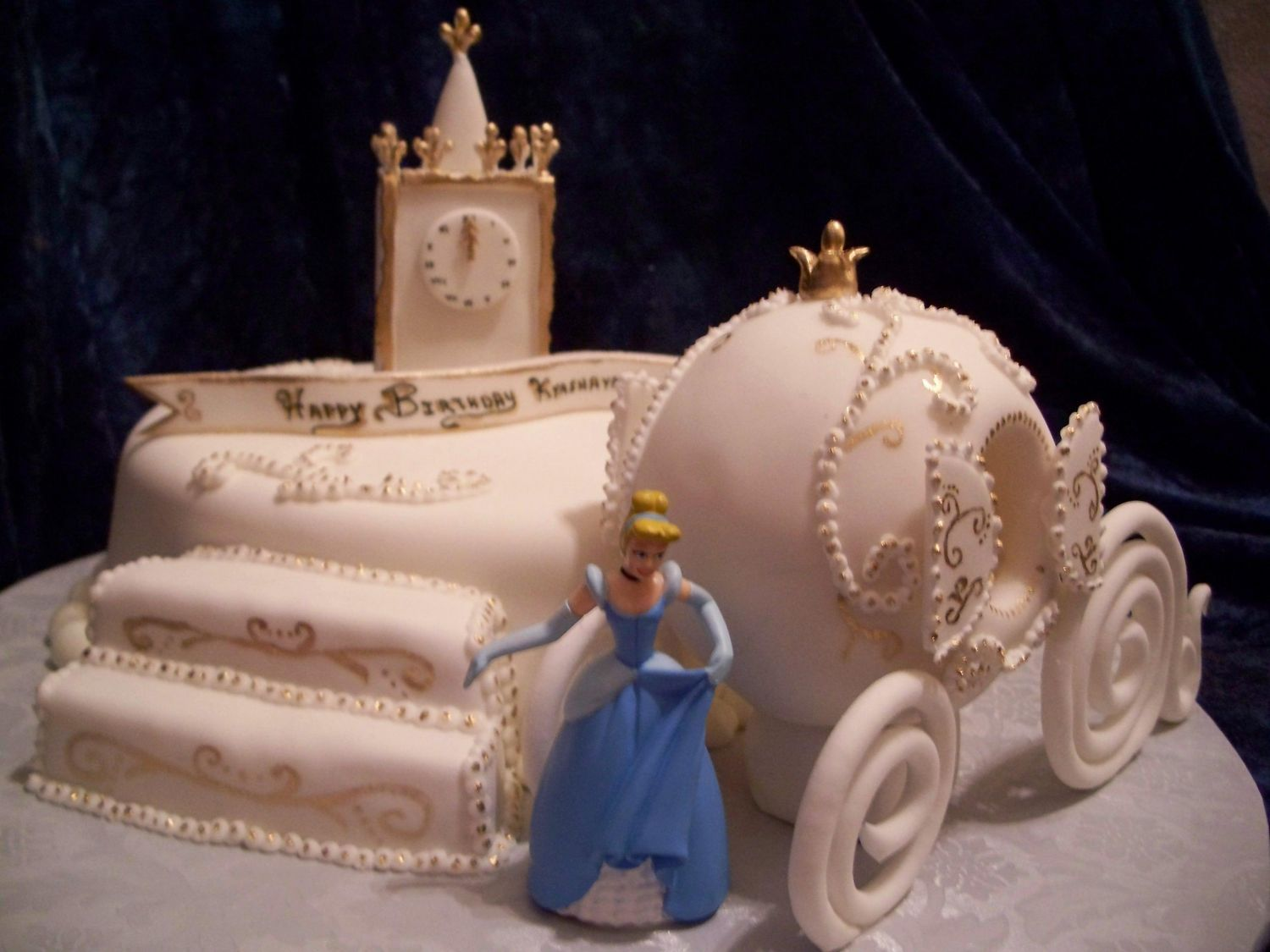 Cinderella 2 Carriage is made out of sugar and covered in fondant