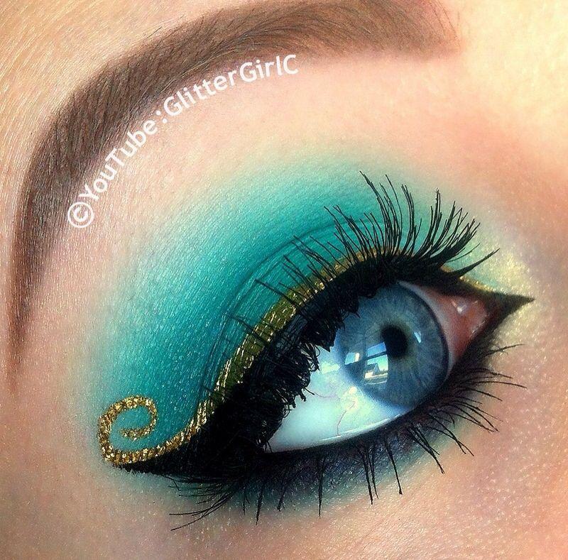 Maquillaje turquesa y dorado